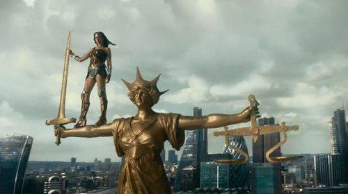 《正义联盟》曝中文预告 超人首次便装亮相