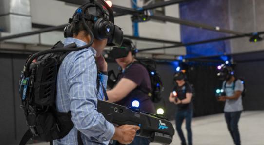 Free-Roam VR使用惠普头显和微软跟踪技术