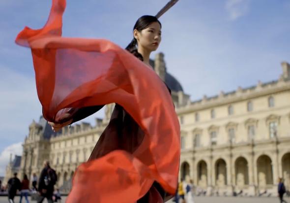 剑网3X盖娅传说 2019巴黎时装秀后台视频