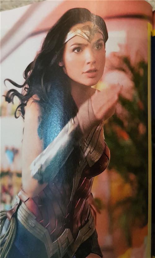 《神奇女侠2》新剧照公布 女神与宿敌豹女激烈对峙