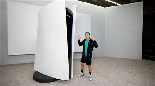 油管博主定制3米高巨型PS5 打破吉尼斯世界最大游戏主机纪录