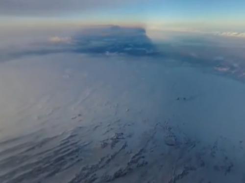 国家地理出品:飞跃正在喷发中的火山